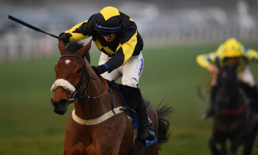 Tom O'Brien and Elegant Escape race clear to win the Welsh National at Chepstow last year