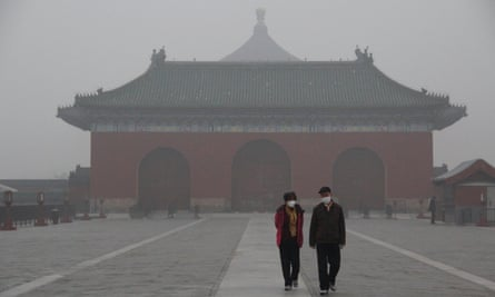 Tourists at the Temple of Heaven in heavy smog in November 2018