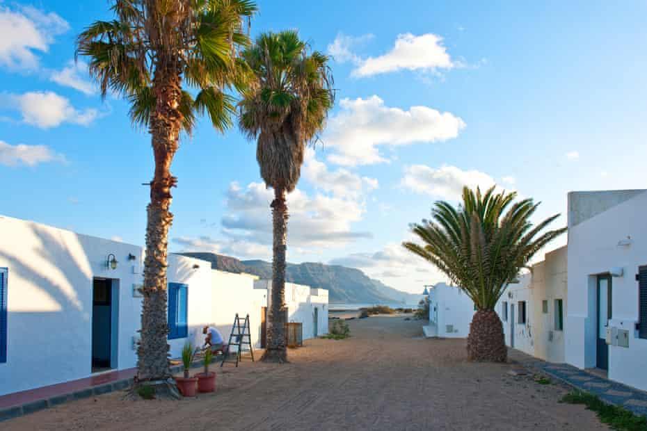 Caleta del Sebo, the island's 'capital'.