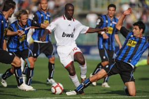 Seedorf playing for Milan in 2009.