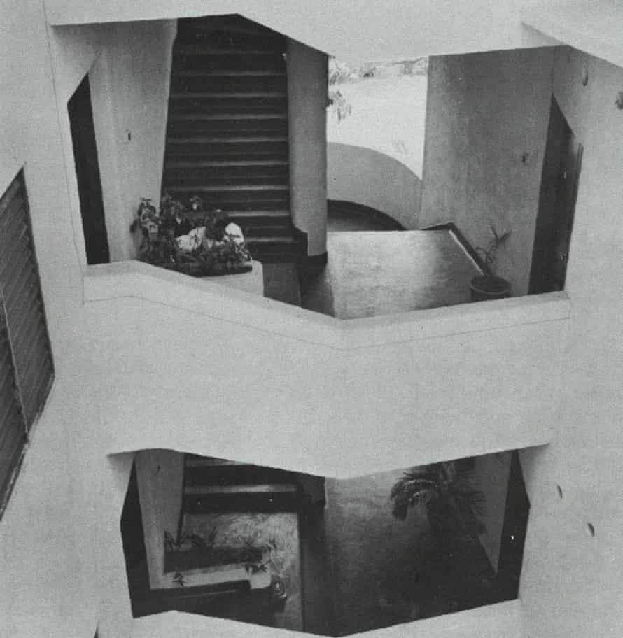 Open-sided access staircase permitting light and complete circulation of air to front and rear wings of the Senanayake Flats, Colombo, 1954.