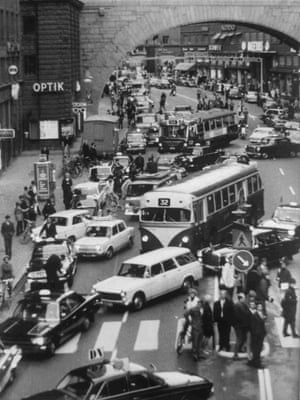 The moment when the traffic changed from left-hand drive to right-hand, in Kings Street, Stockholm, at exactly 5.00am, on Sept. 3, 1967. (AP Photo)