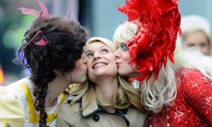 Two Hasty Pudding members kiss the actor Claire Danes in a 2012 photo.