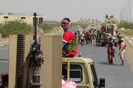 Yemeni pro-government forces advance towards central Hodeidah in a bid to wrest control of the city from Houthi rebels
