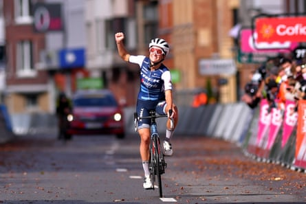 Lizzie Deignan celebrates after crossing the line