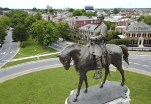The statue of Robert E. Lee that stands on Monument Avenue in Richmond.