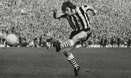 Malcolm Macdonald in Newcastle colours during the 1973-74 FA Cup semi-final against Burnley