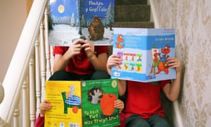 Alice Morgan's children with Welsh-language books.