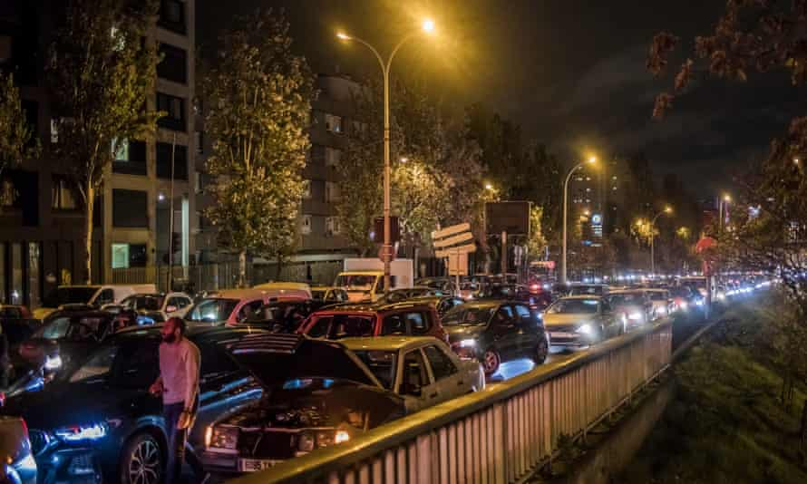 Traffic jams in Paris as traffic records are broken in Paris, France, 29 October 2020. French President Emmanuel Macron announced a return to lockdown, dubbed 'reconfinement' on 28 October as new measures to battle the rise in Covid-19 cases.