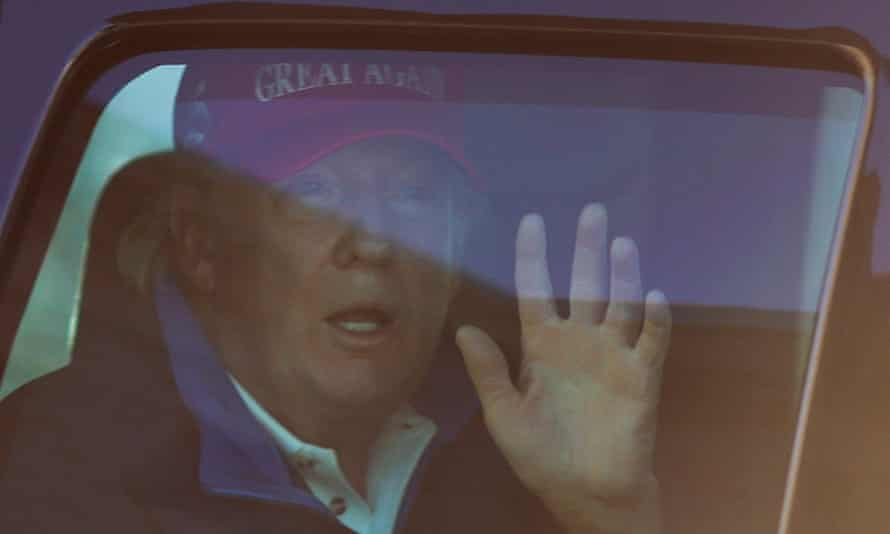 U.S. President Donald Trump arrives to the White House, in Washington<br>U.S. President Donald Trump waves to supporters as he drives past Freedom Plaza as he returns to the White House after playing golf in Washington, U.S., November 14, 2020. REUTERS/Carlos Barria TPX IMAGES OF THE DAY