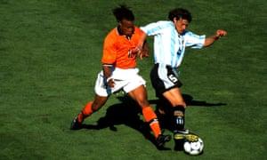 Netherlands' Edgar Davids tussles with Matias Almeyda of Argentin.
