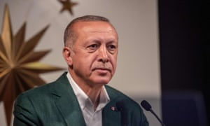 Tayyip Erdogan delivers a speech in Istanbul