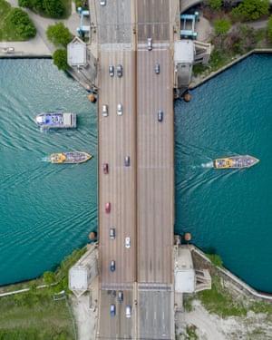 Lake Shore Drive bridge, Chicago, US