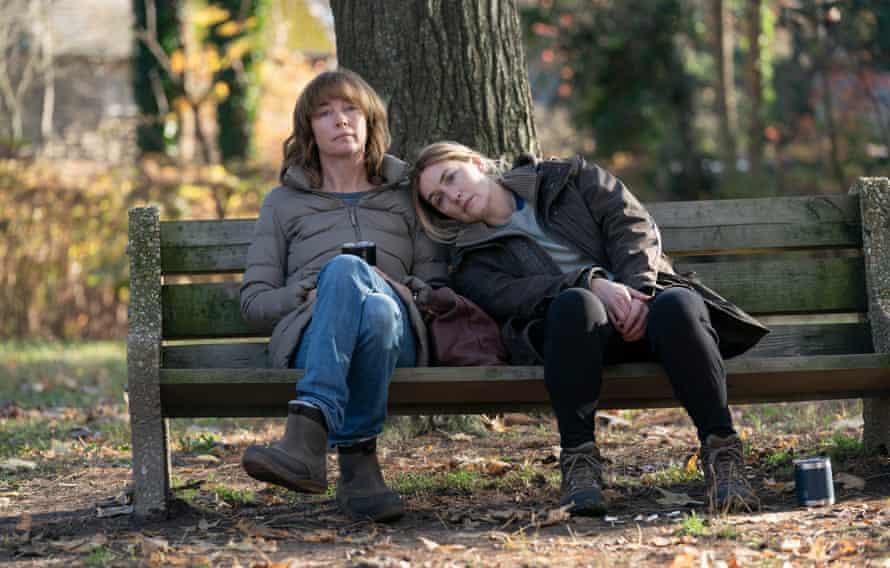 Lori (Julianne Nicholson) and Mare