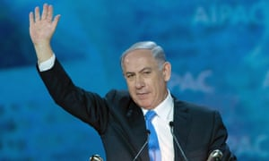 Israeli PM waves to the crowd at the Aipac conference.