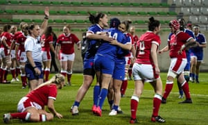 Caroline Boujard (No 14) scored three tries in the opening 15 minutes.