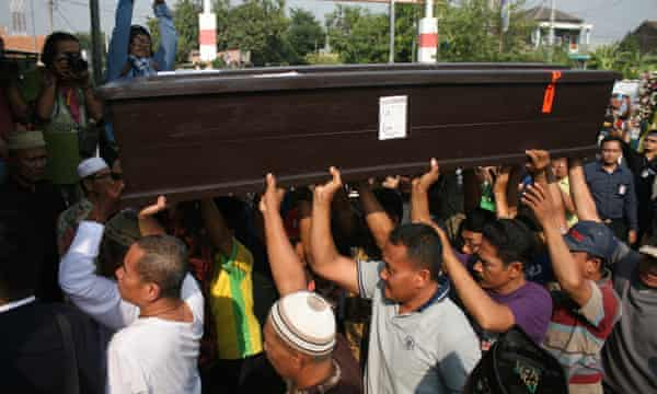 Jannatun Cintya Dewi, a passanger who died in the crash of Lion Air JT 610, is buried.