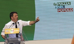 Matteo Renzi speaks during the constitutional referendum campaign, on 29 October.