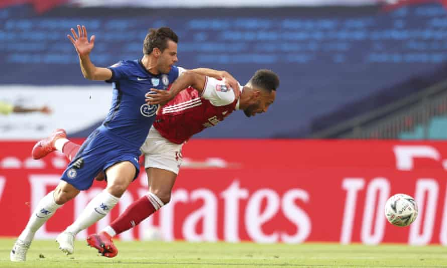 César Azpilicueta brings down Pierre-Emerick Aubameyang for the equalising penalty.