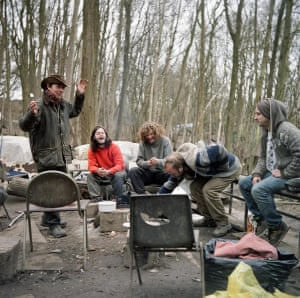 The fire by the longhouse is the centere of communal activity in Runnymede