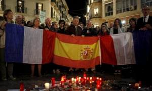 French and Spanish citizens in Málaga sing an impromptu version of La Marseillaise in remembrance of the victims of the Paris attacks.