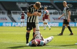 Matt Ritchie of Newcastle helps Jesse Lingard of West Ham.