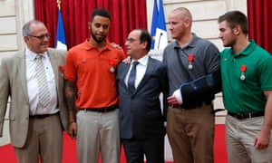 President François Hollande poses with Chris Norman, Anthony Sadler, Spencer Stone and Alek Skarlatos during a ceremony at the Elysee Palace.