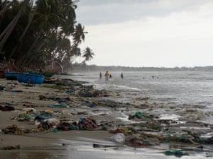 Litter chokes a beach in Bin Thuan province