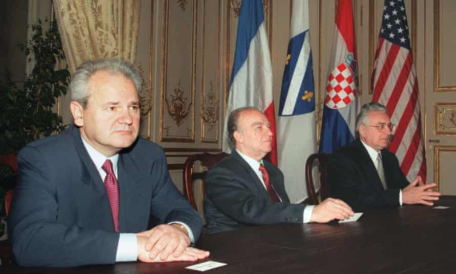 Slobodan Milosevic (L) Alija Izetbegovic (C) and Franjo Tudjman before signing the Dayton peace accord, 14 December 1995.