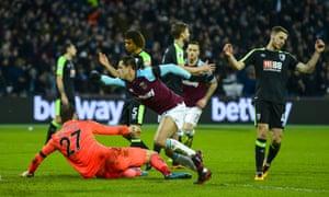 West Ham's Javier Hernández celebrates his goal against Bournemouth.