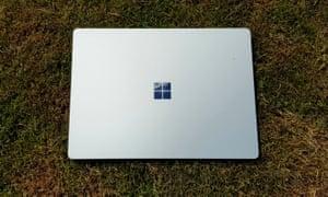 The flat aluminium lid of the Surface Laptop.