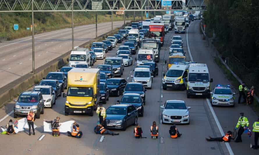 Insulate Britain climate activists block M25 in Surrey, September 2021