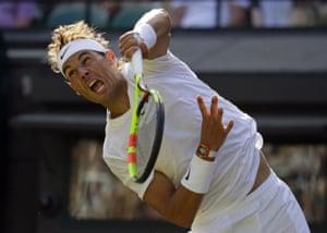Rafael Nadal serves to Sugita Yuichi.