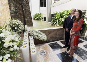 The duke and duchess lay a wreath on the martyr's memorial at the Taj Mahal Palace hotel