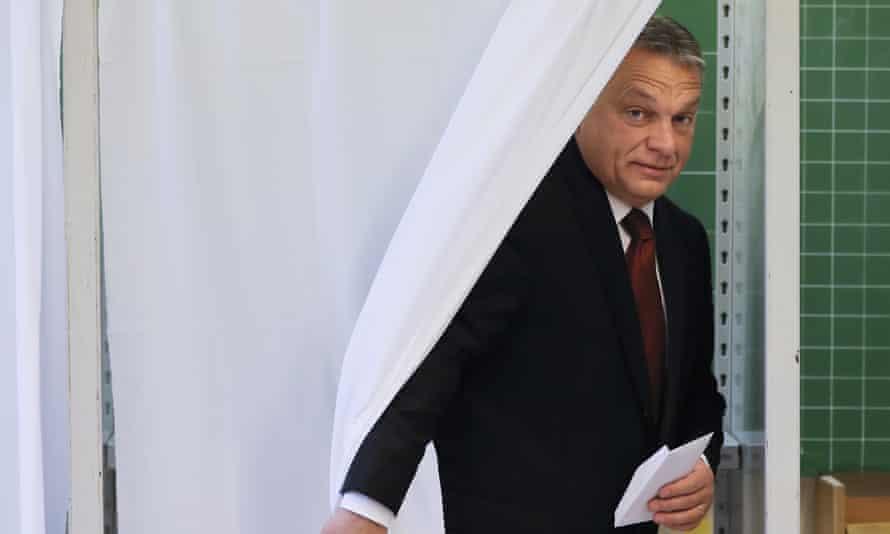 Viktor Orbán, the Hungarian prime minister, votes in eferendum on the EU's plans to resettle refugees.