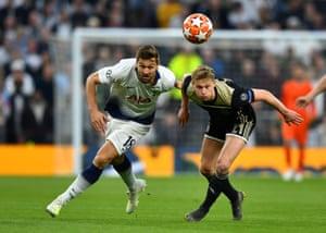 Tottenham's Fernando Llorente tussles with Ajax's Frenkie de Jong.