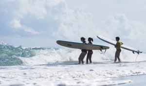 Women surfing in Dom Rep