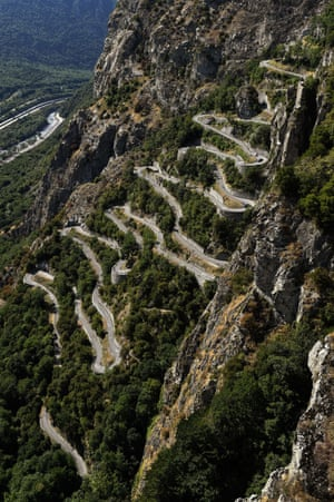 <strong>Stage Eighteen</strong><br>Stage Location: Gap to Saint-Jean-de-Maurienne<br>Stage Winner: Romain Bardet<br>Riders climb the switchbacks on the Lacets de Montvernier, a new stage edition to this years tour