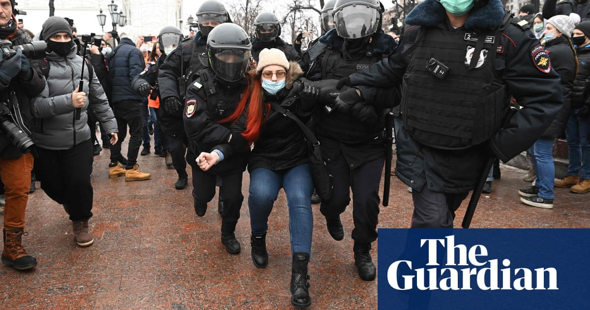 Thousands of Alexei Navalny supporters join protests across Russia