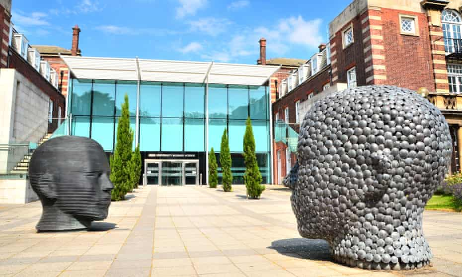 Sculpture of two heads called Moving Matter, by Joseph Hillier, at the University of Hull
