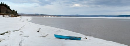 Icy spring on the New Bedford river.