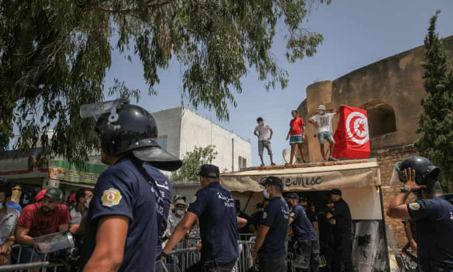 Supporters of the Tunisian president demonstrate In front of the parliament in Tunis on 26 July, 2021.