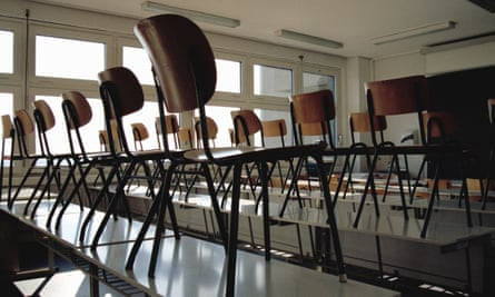 Picture of lots of chairs in tables in a classroom.