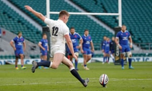 Owen Farrell sticks a penalty between the posts.