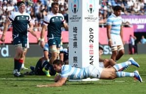 Juan Cruz Mallia dives over for Argentina's fourth try.