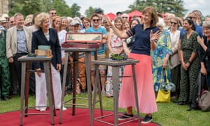 Fiona Bruce on Antiques Roadshow.