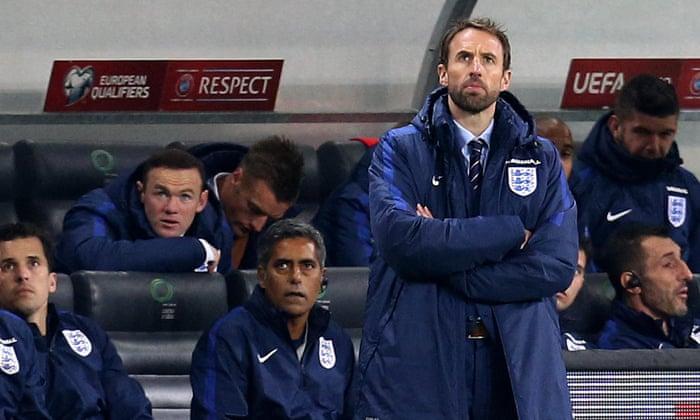 """FA Martin Glenn: """"Miért súlyozza az angol ing olyan nehéz?"""""""