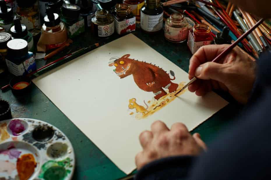 Axel Scheffler painting the Gruffalo.