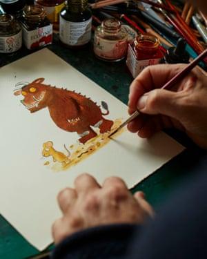 Axel Scheffler sketching The Gruffalo.