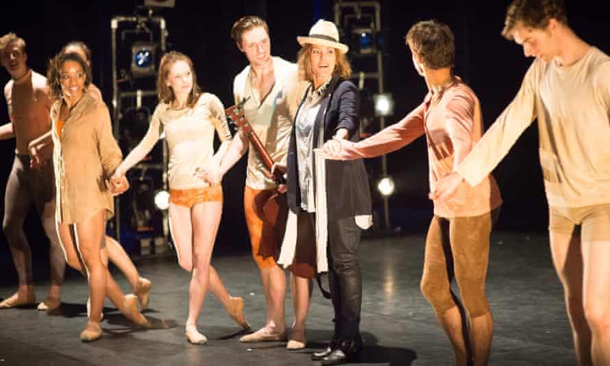 Cerys Matthews takes a bow with Ballet Cymru.